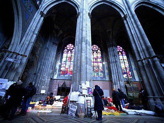 Die Flüchtlinge essen wieder - doch sie bleiben weiterhin in der Votivkirche
