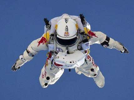 Schneller als zunächst gedacht fiel Felix Baumgartner bei seinem Stratos-Sprung.