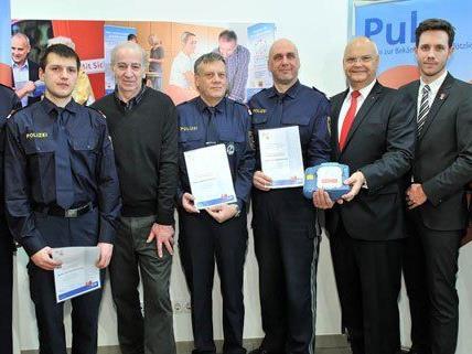 Wiener Polizisten sind im Umgang mit Defibrillatoren geschult.