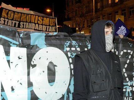 Es sei vereinzelt zu Zwischenfällen bei den Demos gegen den Akademikerball gekommen, heißt es von der Polizei.