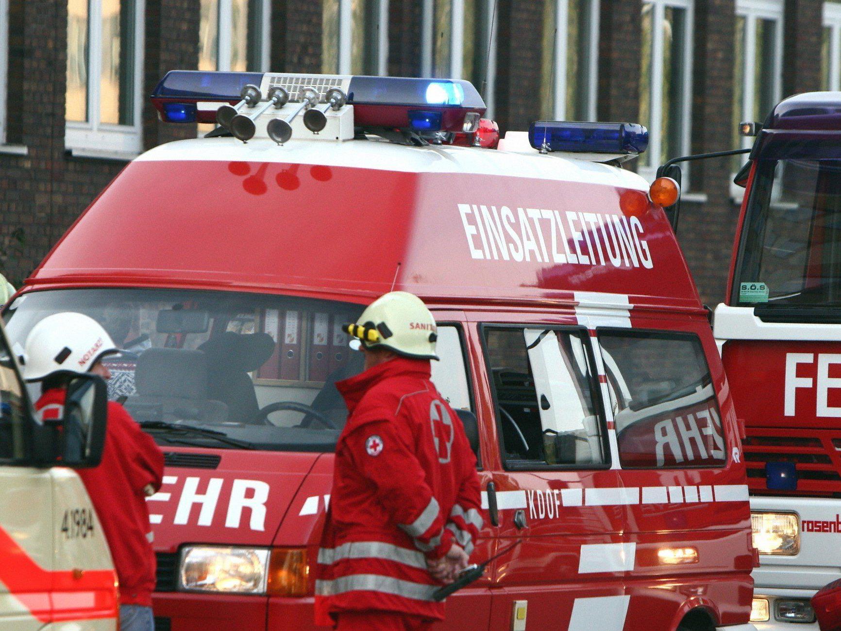 Der 18-Jährige nahme das Kommandofahrzeug der Feuerwehr in Betrieb und verursachte damit einen Crash.