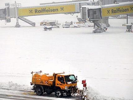 Schneetreiben am Flughafen Wien-Schwechat.