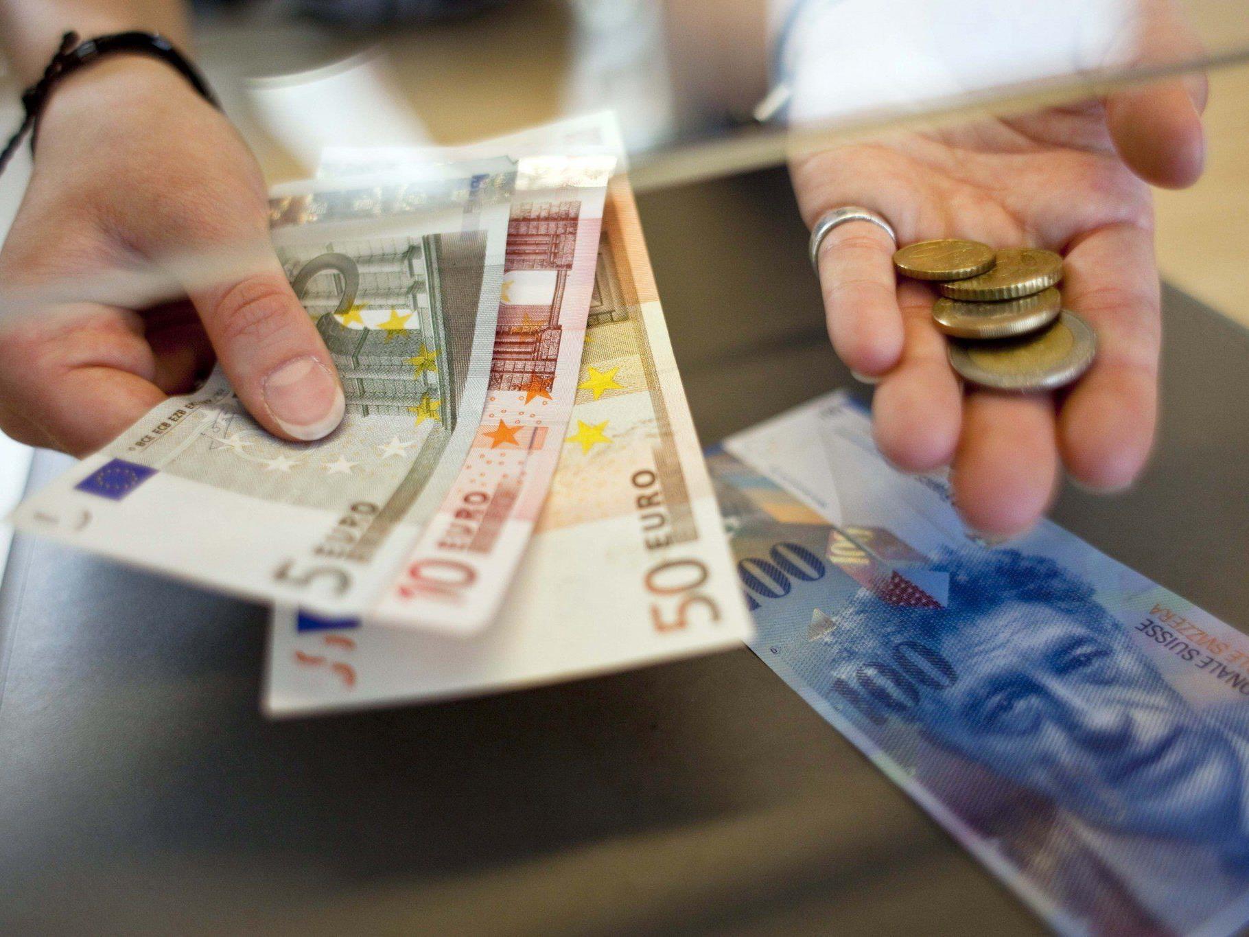 SNB: An Kursuntergrenze von 1,20 Franken pro Euro wird festgehalten.