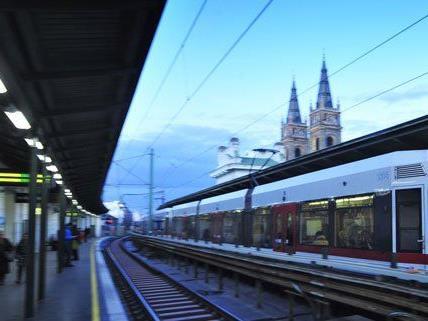 Der Straßenraub ereignete sich bei der U-Bahn-Station Josefstädter Straße.