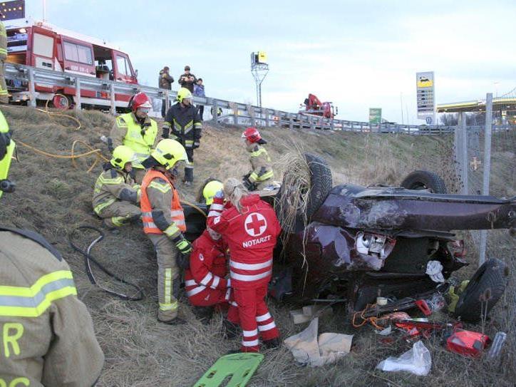 Schwerer Verkehrsunfall auf der Donauuferautobahn (A22).