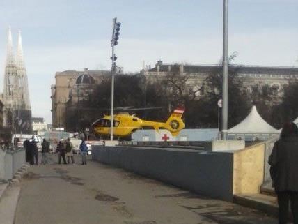 Ein 13-Jähriger verletzte sich am Freitag beim Eislaufen in Wien.