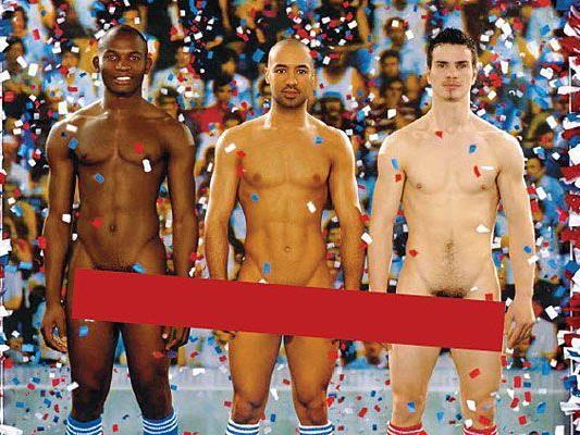 männer ziehen sich nackt aus