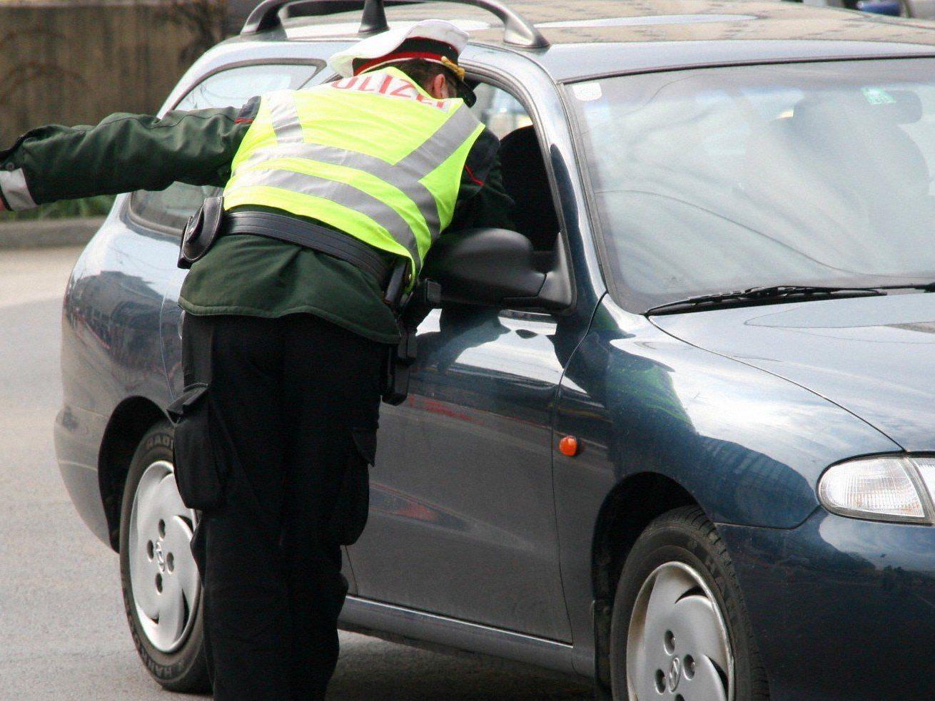 Ein 18-jähriger Wiener soll das Auto einem Zahnarzt gestohlen haben.