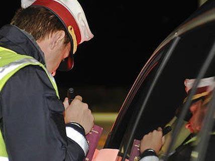 Fahrzeugdieb geriet auf A4 in Kontrolle und rannte davon - Festnahme