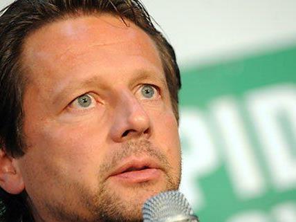 Rapids Cheftrainer Peter Schöttel kann sich auch in Zukunft auf sein Betreuerteam verlassen