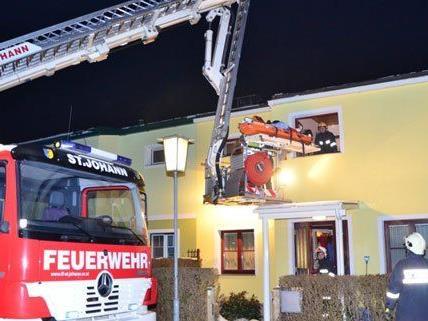 Am Donnerstagabend unterstützte die feuerwehr in Ternitz einen Rettungseinsatz.