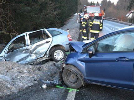 Fünf Personen wurden bei dem Unfall am Freitag verletzt.