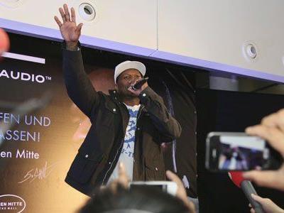 """4.000 Fans kamen am Mittwoch ins EInkaufszentrum """"The Mall"""", um 50 Cent zu sehen."""