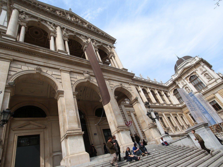 Die neuen Uni-Aufnahmeverfahren an der Uni Wien und der WU Wien starten am 15. April.