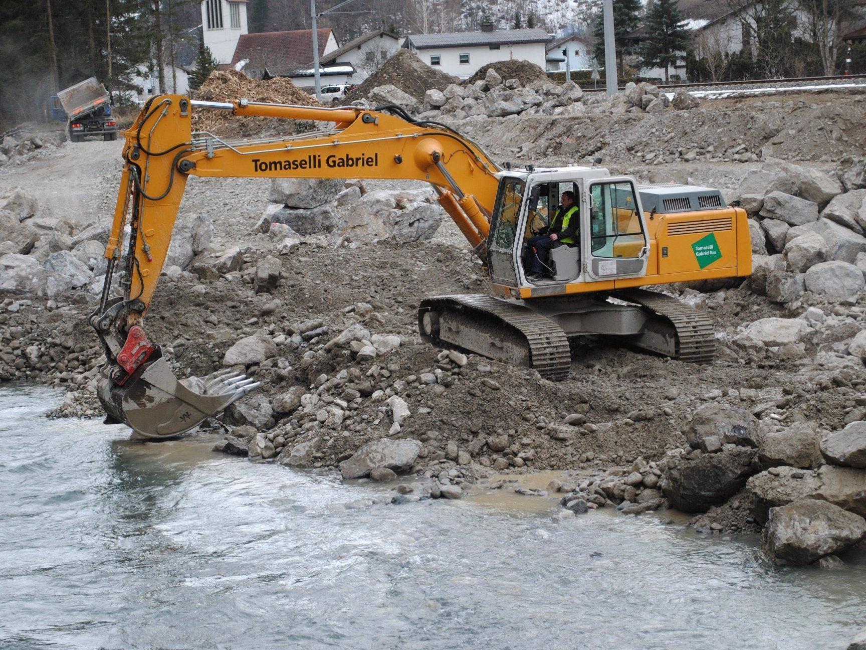 Teile des Uferdammes werden erneuert
