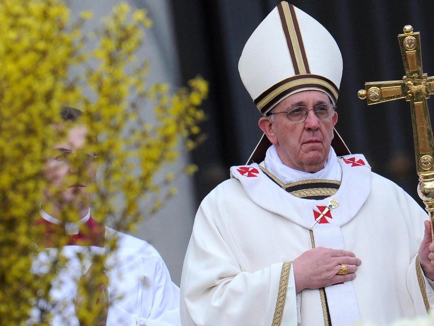 papst Franziskus eröffnete am Sonntag die Ostermesse auf dem Petersplatz in Rom.