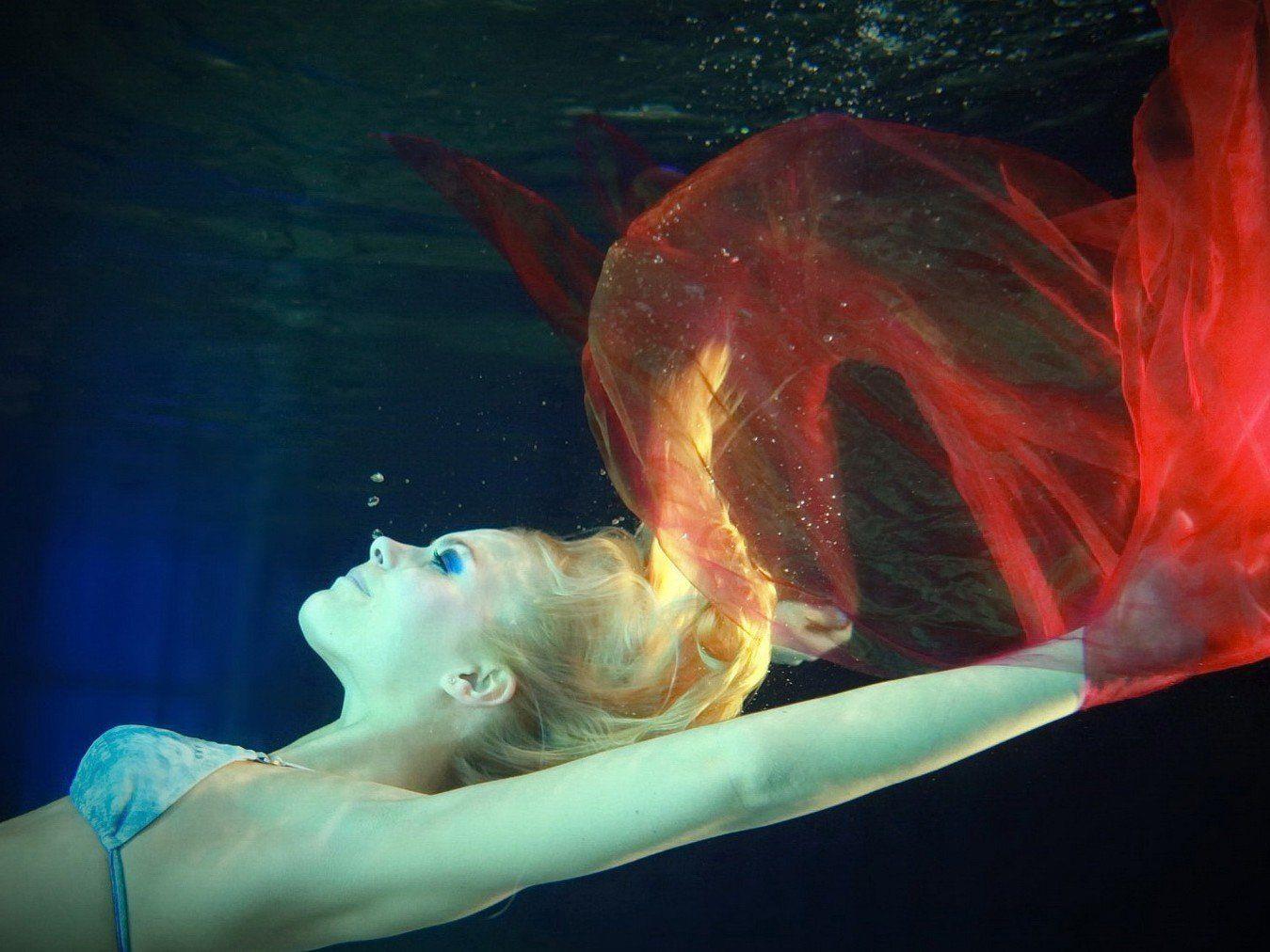 Die Finalistinnen der Miss Vienna Wahl 2013 beim Unterwasser-Shooting.