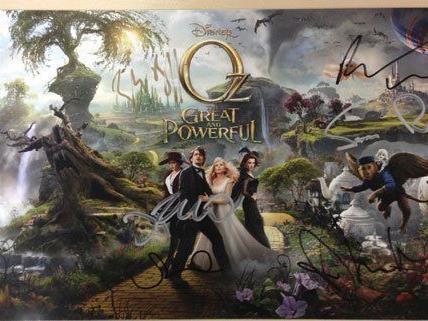VIENNA.AT verlost ein handsigniertes Poster von Oz