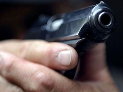 Faustfeuerwaffe im Bezirk Wien-Umgebung gegen Baumeister gerichtet