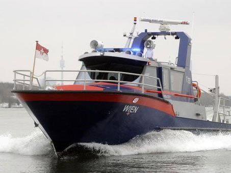 """Das Polizeiboot """"Wien"""" unterwegs."""