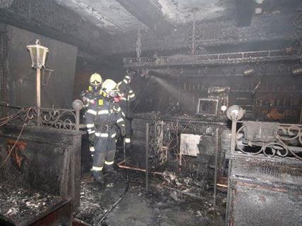 Nach dem Brand im September 2012 müssen sich nun zwei Personen vor Gericht verantworten.