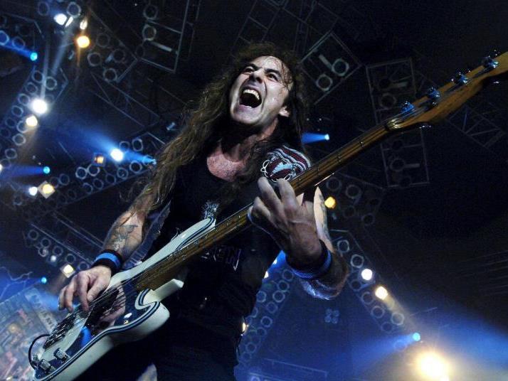 Iron Maiden trauern um ihr ehemaliges Bandmitglied Burr.