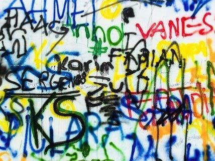 Mehrere Fälle von Graffiti-Sachbeschädigung wurden nachgewiesen.