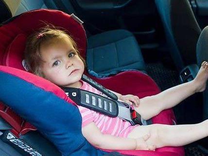 Am Mittwoch musste ein Kleinkind aus einem Auto in Wien-Wieden gerettet werden.