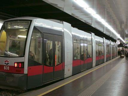 Ab Montag sind auf der Linie 6 auch Test-Bims mit weniger Sitzplätzen im Einsatz.