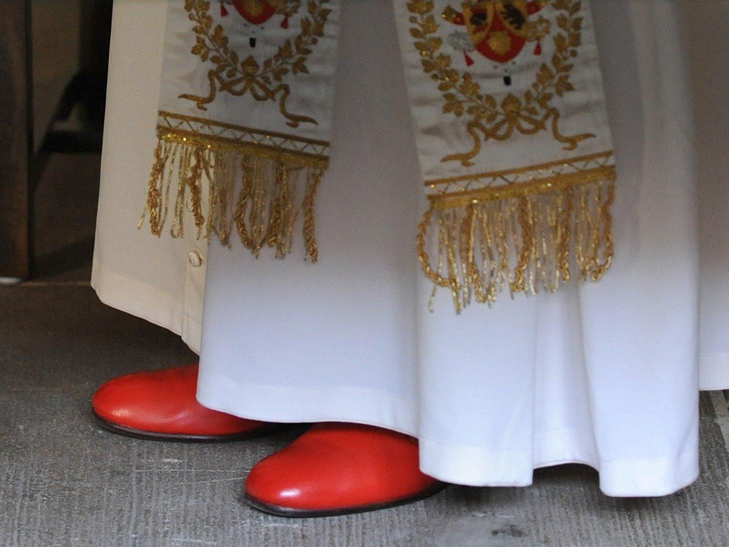 Oberhaupt der römisch-katholischen Weltkirche mit 1,2 Milliarden Gläubigen.