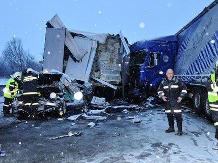 Massenkarambolage auf der A1: 60 Autos in Unfall bei St. Pölten verwickelt – ein Toter