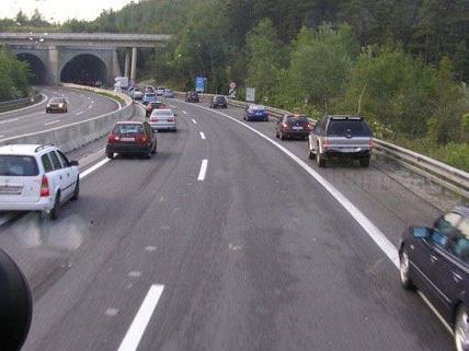 Rettungsgasse auf A2: Betrunkener Geisterfahrer verursachte zwei Unfälle