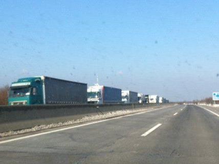 Am Samstag kam es zu einem langen Lkw-Stau auf der A4.