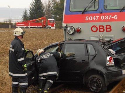 Der Unfall ereignete sich auf einem unbeschrankten Bahnübergang.