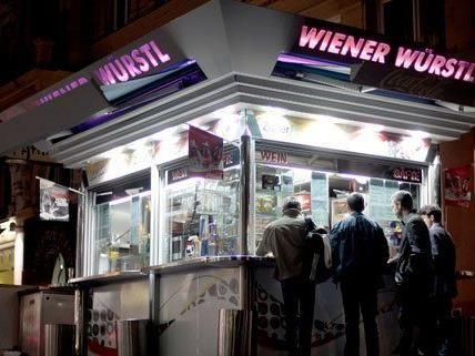 Wien ist nicht umsonst für seine Würstelstände berühmt.