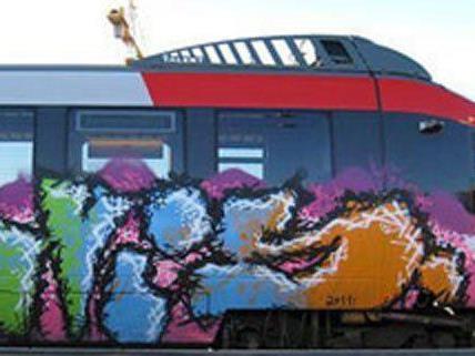 Auch auf Züge hatte es das Sprayer-Trio abgesehen.