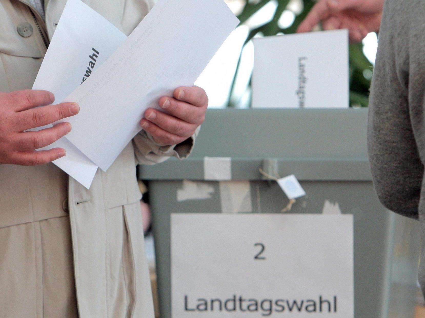 Bei der Salzburger Landtagswahl schließen die Wahllokale um 17 Uhr.