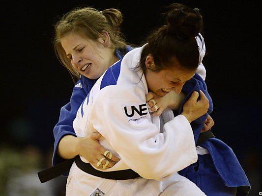 Graf (in Blau) schlug Juliane Robra