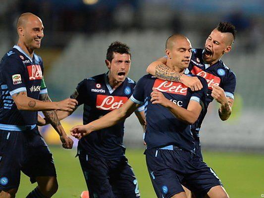Torjubel bei Napoli-Spielern nach dem 1:0