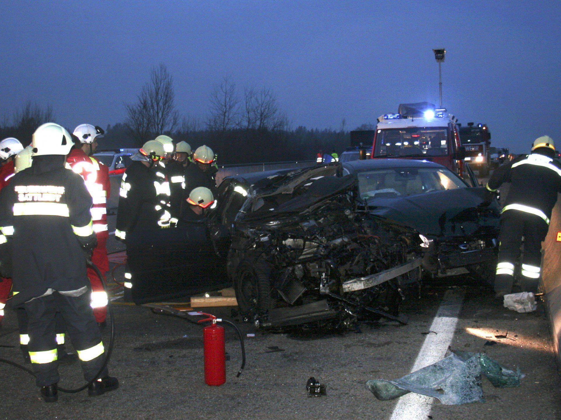 Ein Schwerverletzter bei Unfall mit drei Fahrzeugen auf A1 in OÖ