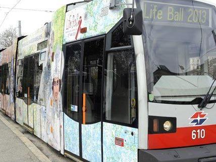 Life Ball-Straßenbahn wieder in Wien unterwegs