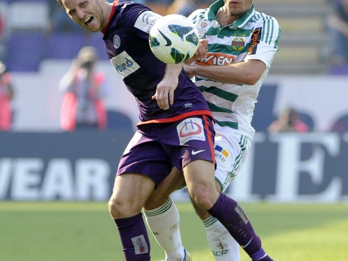 Fußball: Rapidler Schimpelsberger (Bild: Rechts) riss sich im Derby Achillessehne