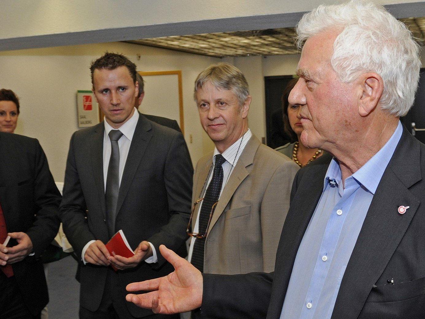Frank Stronach sucht das Gespräch, um doch noch bei der Tiroler Landtagswahl antreten zu können.