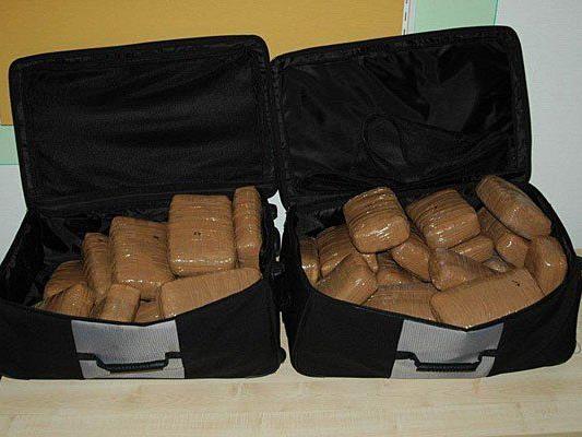 Diese Koffer voller Cannabis wurden bei einer Pkw-Kontrolle in Stockerau gefunden