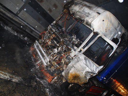 NÖ/ Bez. St. Pölten: Lkw Brand auf der A1