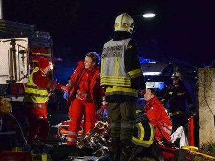 Schwerer Verkehrsunfall mit eingeklemmter Person in Gainfarn