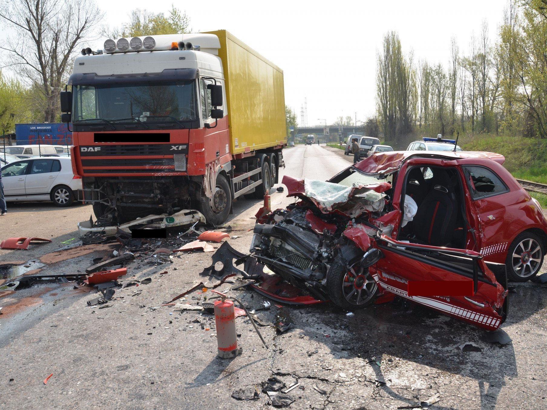 70-Jähriger stirbt bei Verkehrsunfall in Wien-Simmering, 29-jährige Tochter überlebt schwer verletzt