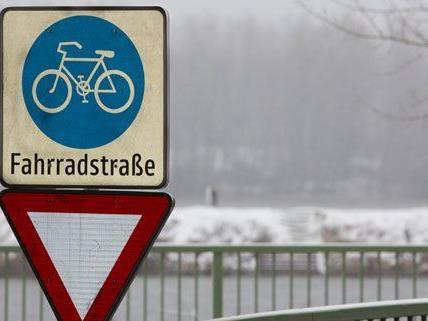 Die Kuchelauer Hafenstraße ist die erste Fahrradstraße Österreichs.