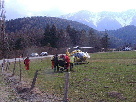 Eine Radfahrerin verunglückte und wurde mit dem Notarzt-Hubschrauber abgeholt