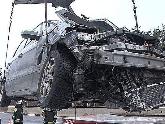 Der Unfallwagen nach dem Crash auf der S6